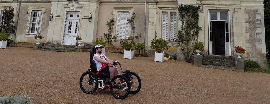 À vos marques, prêts, roulez ! Le Tour de France en Fauteuil Tout Terrain électrique a démarré
