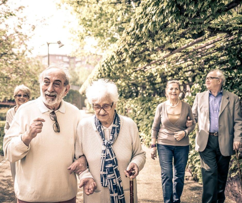 Grand âge et dépendance : un tarif horaire plancher à 22 euros  pour les services d'aide à domicile d'ici 2022